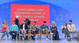 Uomini e Donne, puntata 8 novembre: Diego bacia Martina e tutti lo attaccano [foto e riassunto]