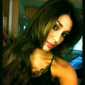 Belen Rodriguez su facebook contro chi l'attacca per la nuova tinta di capelli