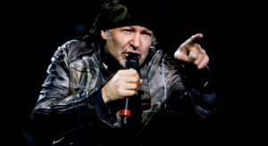 Vasco Rossi annuncia un nuovo inedito e a giugno di nuovo sul palco