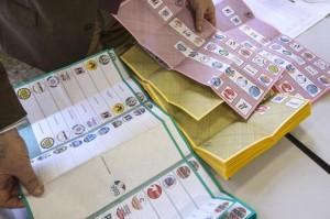 Elezioni, Instant Poll: Bersani avanti di quasi 5,5 punti, Grillo boom in Sicilia