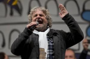 """Beppe Grillo dal suo blog: """"500.000 politici in Italia vivono con le nostre tasse"""""""
