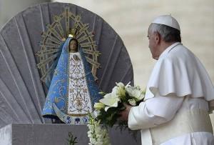 """Papa Francesco: """"capitalismo selvaggio ha insegnato la logica del profitto"""""""