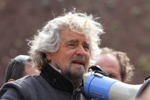 """Beppe Grillo: """"dicono che le casse sono vuote e l'IVA crescerà di un punto"""""""