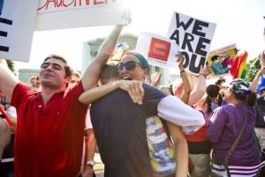 USA, sentenza storica della Corte Suprema: pari diritti per le coppie gay sposate