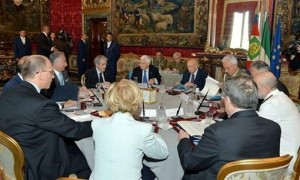 """Beppe Grillo: """"Gli F35 bombardano il Parlamento"""""""