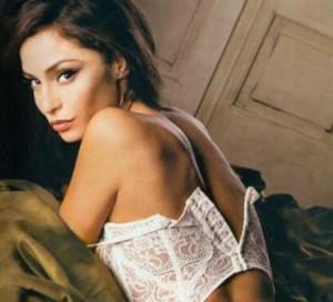 """Calendario Raffaella Fico, Karina Cascella: """"foto al limite del pornografico"""""""
