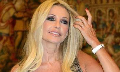 Paola Ferrari risponde a tono a Ilary Blasi su Twitter