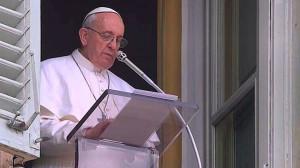 """Papa Francesco, Angelus 2 febbraio: """"le suore un dono di Dio"""""""