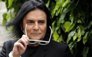 Renato Zero interrompe il concerto per abbassamento di voce