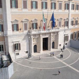 Camere, tagli salari dei dipendenti, proteste e polemiche con Boldrini