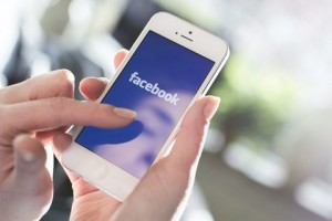 Facebook vola sul mobile e il prezzo sale a un massimo storico