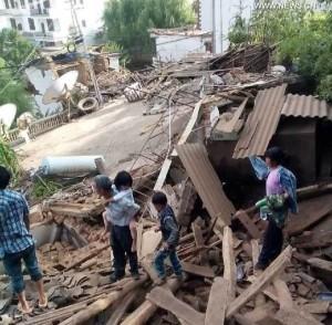 Terremoto colpisce la Cina: almeno 150 morti
