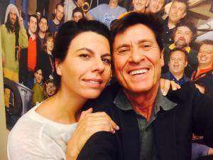 Gianni Morandi alla conduzione di Zelig accanto a Geppi Cucciari