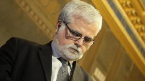 Def: ex M5S Orellana salva il Governo Renzi, pioggia di critiche