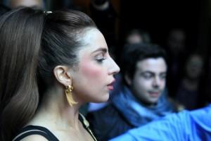 Lady Gaga, seno al vento nel concerto milanese di Assago [foto]