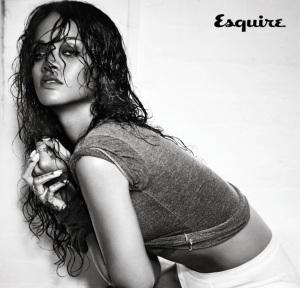 Rihanna mostra le sue grazie sulle pagine di 'Esquire' [foto]