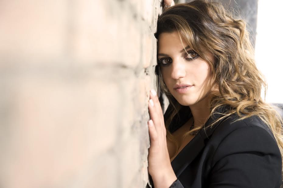 """Deborah Iurato presenta l'album """"Libere"""" e torna single"""