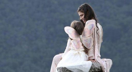 """Elisa presenta """"A Modo Tuo"""", scritto dal Liga e con la figlia nel video"""