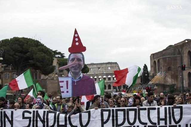 Imponente manifestazione a Roma contro il degrado periferico