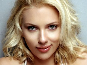 Auguri Scarlett Johansson, splendida mamma trentenne