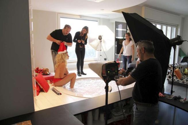 """Francesca Cipriani: scatti super hot per il Calendario """"culinario"""" 2015"""