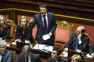 """Renzi al M5S: """"Perdete pezzi"""", Airola risponde: """"Rischiate l'arresto"""""""