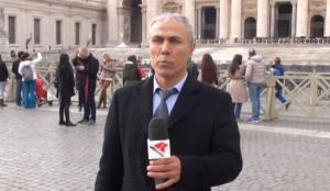 """Ali Agca visita la tomba di Papa Wojtyla: """"Siamo alla fine del mondo"""""""