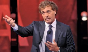 """Massimo Giletti accusa un malore in diretta durante """"L'Arena"""" (video)"""