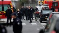 """Francia, tre uomini aprono il fuoco al """"Charlie Hebdo"""": 12 morti"""