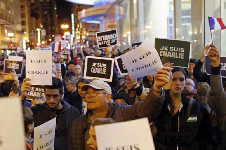 """""""Charlie Hebdo"""" esce in tre milioni di copie con Maometto in copertina"""