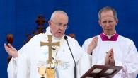 """Papa Francesco: """"Non si uccide in nome di Dio, ma la fede non si ridicolizza"""""""