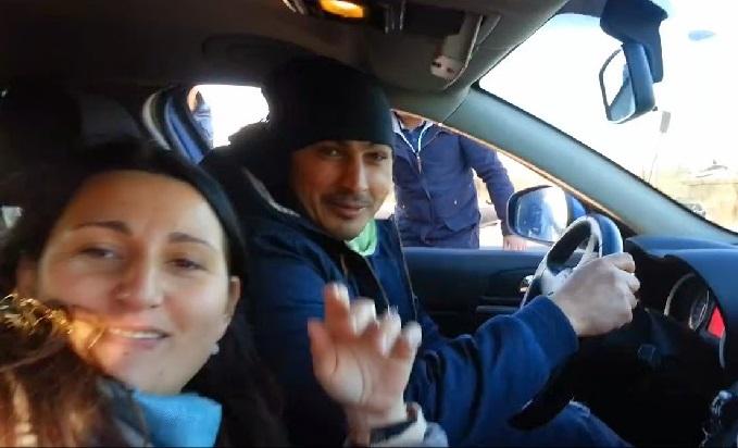 Roma, nomadi in giro con auto finta della polizia: il video su Facebook