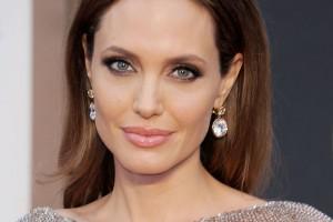 Angelina Jolie si fa sportare le ovaie, i medici temono emulazioni