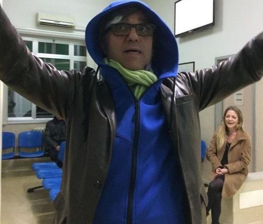 Gaetano Curreri degli Stadio cade sul palco e batte la testa