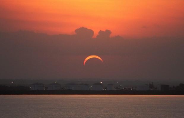 Venerdì arriva l'eclissi di Sole anche sull'Italia, come fare per osservarla