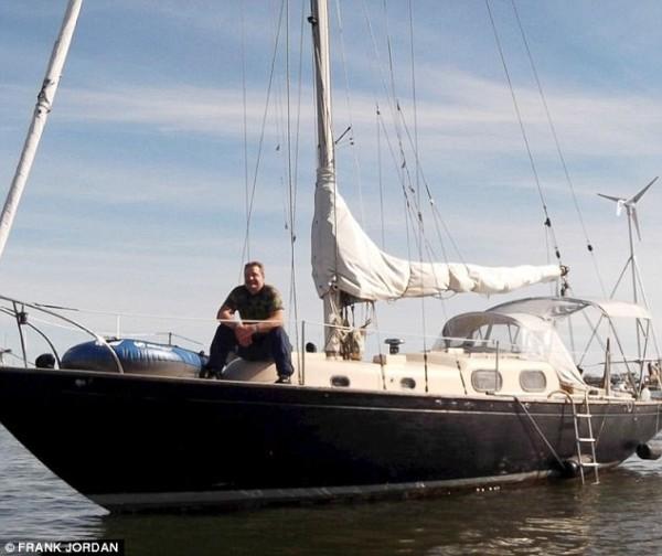 Vivo dopo 66 giorni in mare aperto su una barca capovolta