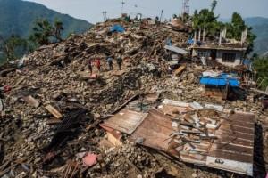 Nepal: nuova scossa di terremoto di magnitudo 7.3, morti e feriti