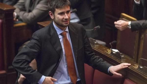 """Scuola, Di Battista del M5S: """"Ritiro del Ddl, lo vuole maggioranza del Paese"""""""