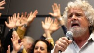 Beppe Grillo cameriere per aiutare candidata a raccogliere fondi