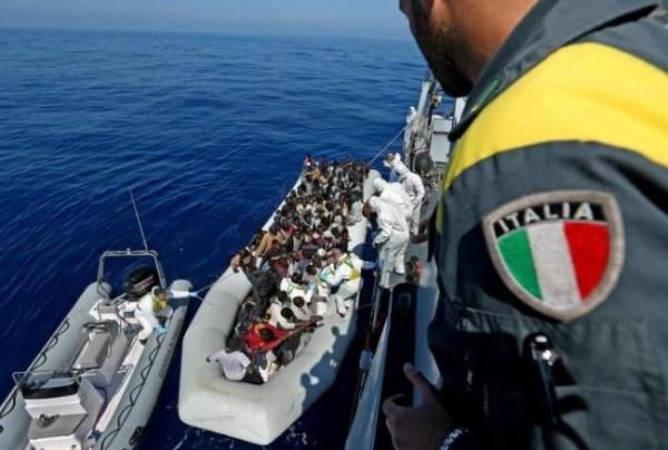 L'Unione Europea vara la missione antiscafisti. All'Italia il comando