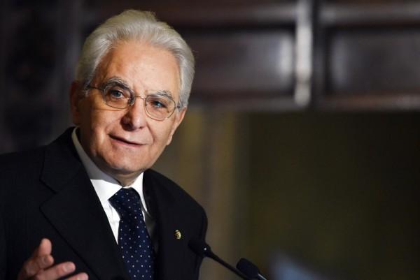 """Mattarella: """"Corruzione è conseguenza di caduta della politica"""""""