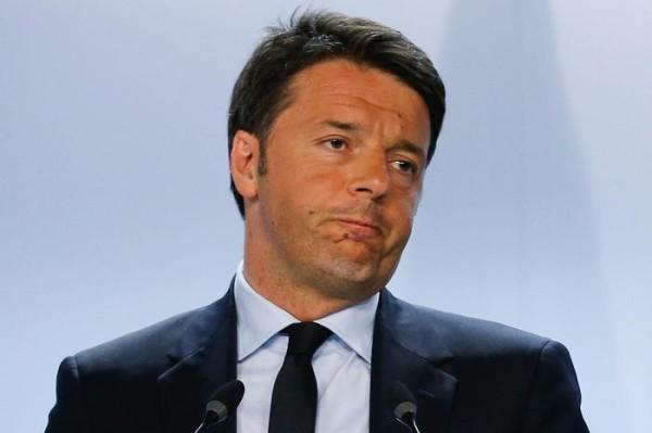 """Matteo Renzi contestato alla Festa nazionale del Pd: """"Non mollo"""""""