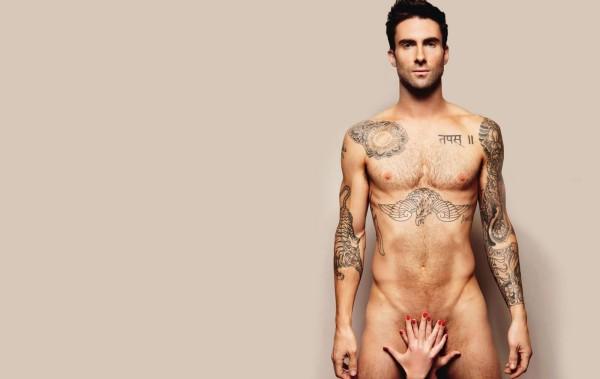 Adam Levine nudo
