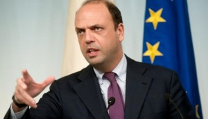 "Migranti, Alfano: ""Serve meccanismo per distribuire i rifugiati in Ue"""