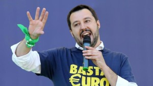 """Migranti, è guerra politica. Salvini: """"Occupiamo le prefetture"""""""