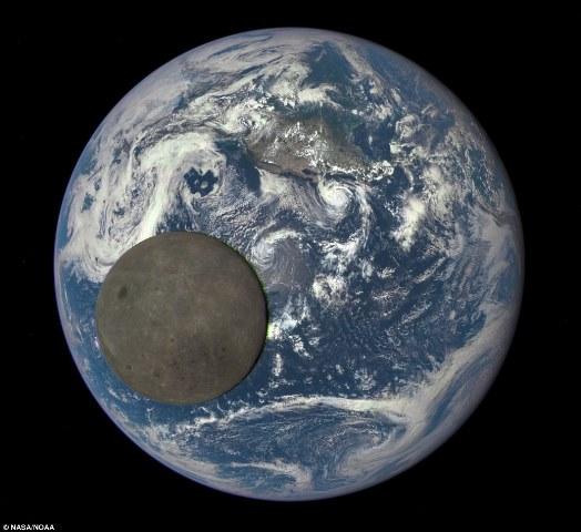La Nasa cattura le immagini dell'altra faccia della Luna [foto e video]