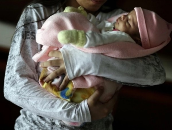 Paraguay: partorisce l'11enne stuprata dal patrigno, chiesto invano l'aborto