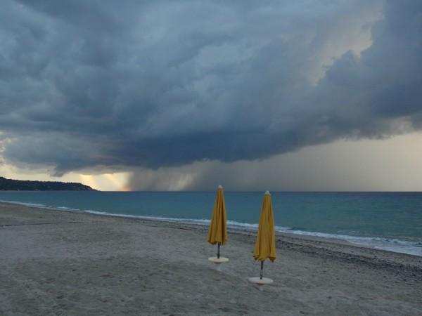 Allerta meteo su tutta Italia: maltempo in arrivo, piogge dalla Francia