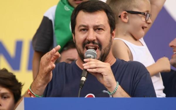 """Matteo Salvini contro Vescovi e Chiesa: """"Hanno proprio rotto le..."""""""