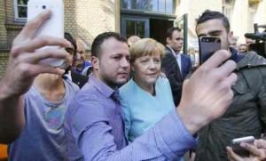 "Grillo dal blog attacca Angela Merkel: ""I nuovi schiavi sono i profughi"""